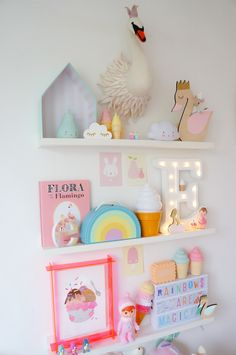 Just had to share some more pics of one of the latest additions to Ebba's room - her pastel rainbow suitcase from Kidsboetiek . It's no secret I'm weak for the