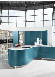 blau, blaue Küche, farbige Küche, modern, Farbdesign, Design, Küche, runde Küche, Kochinsel, Kücheninsel, Wandgestaltung, blau und weiß, grifflos, Design Küche, Bilder, Ideen, Inspiration, Küchentrend, Trend, Farbkonzept, Beispiele, Foto: Häcker