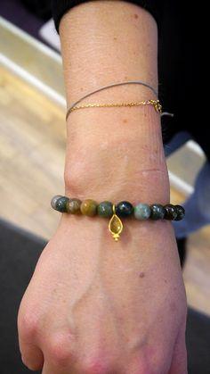 Unsere Kunden lieben Satya Jewelry <3 Die Armbänder mit unterschiedlichen Symbolen und Edelsteinen sind tolle Geschenke für Freundinnen, Mütter & Töchter. Bei uns im laden in Hamburg-Ottensen oder in unserem Onlineshop: lilu117.com #lilu117 #satya #satyajewelry #schmuck #ring #kette #necklace #ohrring #earring #accessoires #shoppingqueen #trendsetter #fashion #mode #trend #ottensen #hamburg #yoga #sanskrit #namaste #modedesign #gold #silber #farben #musthave #trend #mutter #tochter…
