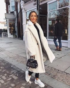 27 Cute Winter Coat Outfits For Inspiration This Season - Winter Outfits Winter Outfits For Teen Girls, Winter Coat Outfits, Winter Outfits For Work, Winter Outfits Women, Winter Fashion Outfits, Fall Outfits, Winter Jackets For Women, Winter Dresses, Autumn Fashion Casual