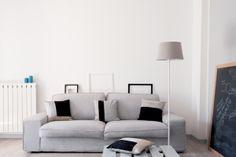 RIQUADRI - geometrie e riflessi in questi cuscini di seta e lino #dedalide #deda #design #cuscini #pillows #soggiorno #arredamento #Madeinitaly #Homedecor #lino #seta