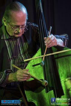 """Fotos von """"BASS ENCOUNTERS"""": Ewald Oberleitner & Reinhard Ziegerhofer im Stockwerk Graz am  Dienstag, 4. November 2014 - zwei Generationen Kontrabass, eine Idee: die jazzmusikalische Konversation aus dem Geiste der Freiheit.  """"#BASS #ENCOUNTERS"""" """"#Ewald #Oberleitner"""" """"#Reinhard #Ziegerhofer"""" """"#Stockwerk #Graz"""" #Grandseigneur #Tausendsassa #Blitzkerl #Dunkelbunt """"#zwei #Generationen #Kontrabass"""" """"#jazzmusikalische #Konversation"""" """"#Geist #der #Freiheit"""" #Fotos #Bilder"""