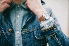 Une chemise en chambray sur une veste en jean #mode #homme #denim