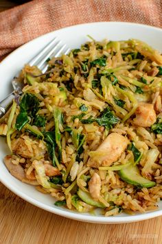 A fragrant delicious twist in this delicious Orange Ginger Chicken Fried Rice - a complete meal in a bowl. Gluten Free, Dairy Free, Slimming World and Weight Watchers friendly Slimming World Chicken Recipes, Slimming World Recipes Syn Free, Lunch Recipes, New Recipes, Healthy Recipes, Easy Recipes, Healthy Cooking, Healthy Eating, Healthy Food