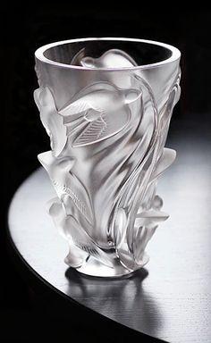 "Precious treasure in glass by Lalique in this ""Martinets"" vase Art Nouveau, Art Deco, Vase Lalique, Lalique Jewelry, Vase Design, Vase Crafts, Diy Crafts, Crystal Vase, Glass Ceramic"