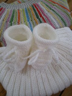 Tricot Layette – Baby shoes with the point of gadroons Baby Booties Knitting Pattern, Baby Knitting, Crochet Baby, Leather Apron, Leather Vest, Vest Pattern, Free Pattern, Knitting Patterns, Crochet Patterns