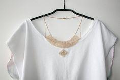 Hey, diesen tollen Etsy-Artikel fand ich bei https://www.etsy.com/de/listing/272796616/latzchen-collier-glasperlen-halskette