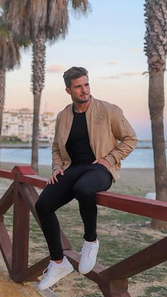 How To Wear Jackets Like A Insta Celeb - Herren- und Damenmode - Kleidung Outfit Hombre Casual, Outfits Casual, Stylish Mens Outfits, Mode Outfits, Men Casual, Summer Outfits Men, Casual Styles, Trendy Mens Fashion, Mens Fashion Blog
