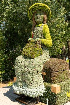 Unique Gardens, Amazing Gardens, Beautiful Gardens, Garden Planter Boxes, Topiary Garden, Tree Sculpture, Garden Sculpture, Sculptures, Exotic Flowers