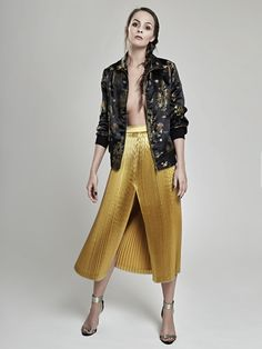 Glam up your wardrobe!!💫 Stay fabulous ladies!🔝 New items from Oana Pop latest fashion collection - Bomber Jacket and a Pleated Metallic Skirt make the perfect combination for a glamorous outfit!  #fashion #fashioncollection #fashionphotography #fashioncatalog #fashionmagazine #fashionstyle #fashionlabel #model #pleatedskirt #metallicakirt #metalliccolors #bomberjacket #oanapopbomberjacket #details