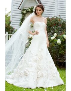 New Lace Strapless A-line Court Train Draping Wedding Dress