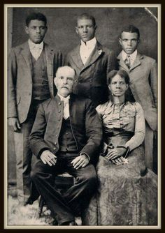 From the Inbox: Finding Jim & Carrie of Roots: The Next Generations: Jim & Carrie Turner with sons George, Hardin & William. Interracial Family, Interracial Marriage, Black History Facts, Black History Month, Jim Carrie, Cultura General, Vintage Black Glamour, American Photo, African American History