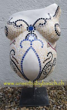 Babybauch Gipsabdruck in meinem Atelier als Mosaik gestaltet.