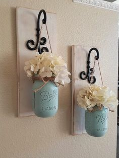 Set von 2 Mason Jar Sconces Mason Jar Wall Decor Country Decor Hanging Mason Jar Sconce Mason Jar Decor Wall Sconce Bauernhaus-Dekor DIY and crafts Mason Jar Sconce, Hanging Mason Jars, Mason Jar Vases, Mason Jar Bathroom, Rustic Mason Jars, Mason Jar Hanger, Mason Jar Kitchen Decor, Jars Decor, Mason Jar Storage