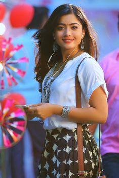 Stylish Girls Photos, Stylish Girl Pic, Girl Photos, Hd Photos, Indian Actress Images, Indian Film Actress, Beautiful Blonde Girl, Beautiful Girl Photo, Most Beautiful Bollywood Actress