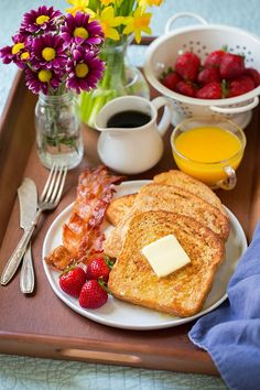 What Do The French Eat For Breakfast? French people eat toast, sandwiches, cake, muffin and different types of puffs. Either coffee or juice they want after having breakfast. Healthy Breakfast Menu, Breakfast Platter, Good Morning Breakfast, Breakfast Recipes, Romantic Breakfast, Breakfast In Bed, Mothers Day Breakfast, French Breakfast Recipe, Birthday Breakfast For Husband