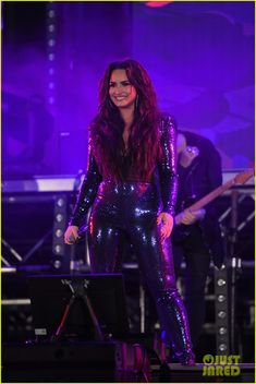 Demi Lovato Photos - Demi Lovato performs onstage at Fontainebleau Miami Beach on December 2017 in Miami Beach, Florida. - Fontainebleau Miami Beach Rings in 2018 Poolside With Demi Lovato and KYGO Demi Lovato Body, Demi Lovato Pictures, Sequin Jumpsuit, Female Singers, Jennifer Aniston, Role Models, Sexy Women, Celebs, Actresses