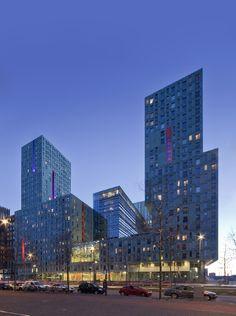 Cité - gebouw in de stad, stad in het gebouw