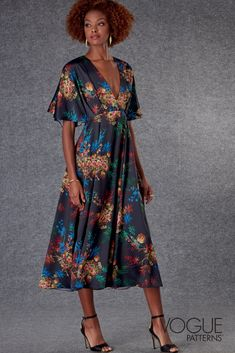 Misses' dress, very loose-fitting at bust, has deep V-neck, bodice pleats, raised waist, side front seams, side pockets, invisible back zipper & baby hems. | Vogue Patterns #sewingpatterns #sewing #sewingprojects #fashionsewing #voguepatterns #dresspatterns #dresssewingpatterns #womenssewingpatterns Easy Sewing Patterns, Mccalls Sewing Patterns, Vogue Patterns, Dress Patterns, Miss Dress, Denim Fabric, Fashion Sewing, V Neck Dress, Short Sleeve Dresses