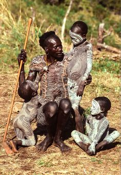 "Africa | A Surma father tenderly looks after his children.  Omo Valley, Ethiopia, 1996. | ©Carol Beckwith & Angela Fisher. Publication ""African Ceremonies"""