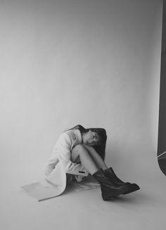 Studio Photography Poses, Studio Poses, Self Portrait Photography, Portrait Photography Poses, Photography Poses Women, Glamour Photography, Studio Shoot, Lifestyle Photography, Editorial Photography