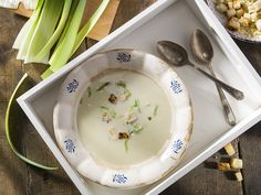 Zemiakovo-pórová polievka s krutónmi Serving Bowls, Plates, Tableware, Kitchen, Licence Plates, Dishes, Dinnerware, Cooking, Griddles
