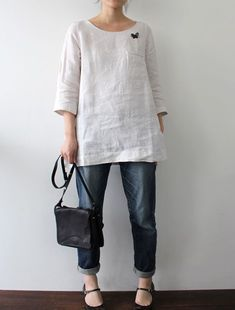 """Envelope Online Shop Hella Lisette tops """"Envelope is a unique online shopping mall made up of a few independent shops from all around Japan. Linen Tunic Dress, Linen Blouse, Linen Dresses, Chic Outfits, Fashion Outfits, Womens Fashion, Creation Couture, Shirts & Tops, Blouse Designs"""