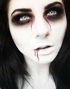 50+ Scary And Unique Halloween Makeup Ideas That Are Actually Easy - EcstasyCoffee #fantasymakeup #makeupideashalloween #makeupideaseasy