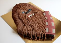 Star Wars: Chewbacca Cake by Chez Bogato of Paris Star Wars Party, Star Wars Birthday Cake, 5th Birthday Cake, Birthday Ideas, Star Wars Cookies, Star Wars Cake Toppers, Chewbacca, Cuadros Star Wars, Star Wars Food