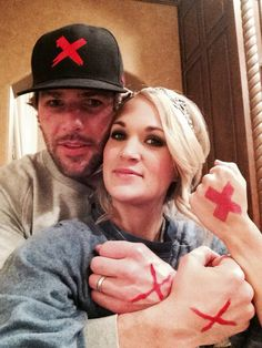 Help us shine a light on slavery tomorrow by wearing a red X! We're in it to end it! #EndItMovement pic.twitter.com/GcmF0KzbQs