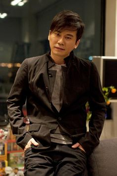 YG Entertainment founder and chief executive officer Yang Hyun Suk used to sleep all day, relegating his work day to the nighttime hours. Korean Music, Korean Drama, Yang Hyun Suk, Akdong Musician, Winner Ikon, Yg Artist, Yg Entertaiment, Park Jin Young, Dad Jokes