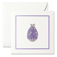Pineider bi-fold Easter card with blind embossed frame. On the front, silver engraved Easter egg with flowers and bow with liliac background. The white envelope is Pineider watermarked.