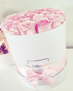 So lovely setting  Pink roses for @salz_  #thebillionroses #billionroses #luxuryroses @the.billion.roses