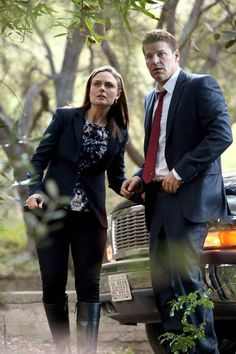 David Boreanaz and Emily Deschanel in Bones Bones Series, Bones Tv Show, Tv Series, Booth And Bones, Booth And Brennan, Bones Season 9, Fbi Special Agent, Detective Series, New York City