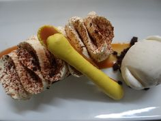 Banoffee tart, salted caramel sauce, vanilla icecream