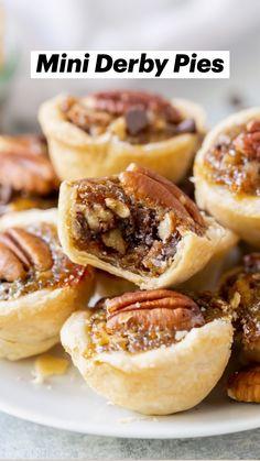 Pecan Desserts, Bite Size Desserts, Mini Desserts, Tart Recipes, Cooking Recipes, Derby Recipe, Easy Homemade Cake, Kentucky Derby Pie, Pecan Pie Filling