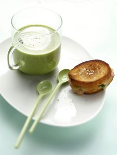 Doperwtenroomsoep met mini-tosti's / Recepten / Eten | ELLE Eten Mobiel
