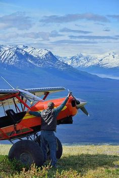 Vintage Aircraft Paul starting his Super Cub manually (the bush planes have no starter - so they save a bit of weight) Stol Aircraft, Piper Aircraft, Photo Avion, Bush Pilot, Plane And Pilot, Bush Plane, Private Plane, Private Jets, Float Plane