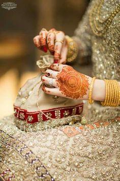 Knots me pretty Desi Wedding, Wedding Wear, Wedding Bride, Bridal Mehndi, Indian Bridal, Mehendi, Bridal Looks, Bridal Style, Bridle Dress