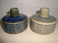 PALSHUS vases - Annelise and Per Linnemann-Schmidt - made in chamotte. H: 7 cm D: 8,5 cm. From 1950s. #Palshus #Linnemann #Schmidt #chamotte #stoneware #ceramics #Danish #vases. SOLGT/SOLD.