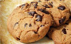 Damla çikolata ya da bitter çikolata parçaları ile hazırlayabileceğiniz kurabiye tarifi, kahve ve çay saatlerinizin vazgeçilmezi olabilir.