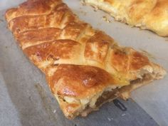 Almás és túrós tekercs Hot Dog Buns, Hot Dogs, Bread, Food, Brot, Essen, Baking, Meals, Breads