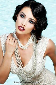 Glamour girls can be very beckoning. Beautiful Eyes, Beautiful People, Beautiful Women, Glamour, Look Gatsby, Gatsby Theme, Gatsby Style, Beauty And Fashion, Fashion Bella