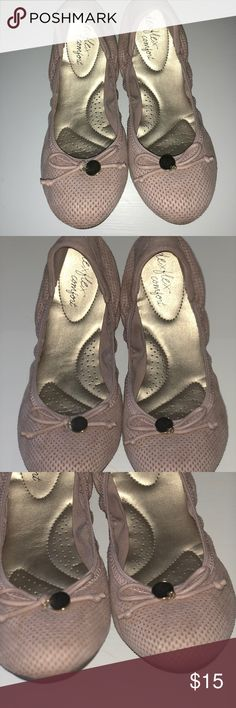 NWOT COMFORTABLE FLATS NWOT BABY PINK FLATS!  NUDE, COMFY FLATS. GREAT FOR ANY OCCASION.  EASY ON THE GO!  SMOKE FREE HOME☺️ SIZE 8  WORN ONCE Deflex Shoes Flats & Loafers
