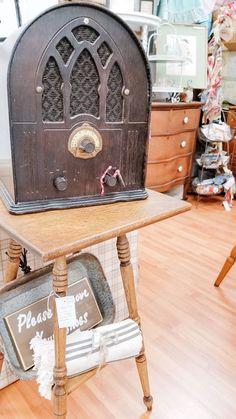 Vintage Radio Entryway Tables, Technology, Furniture, Vintage, Home Decor, Tech, Decoration Home, Room Decor, Tecnologia