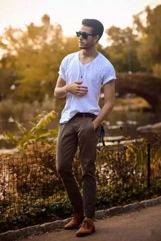 Casual Look! White Tees Wear With Chino Pants