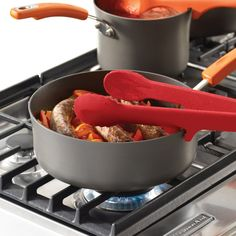 Side notch that allows you to rest tongs directly on the side of the pan or pot.