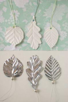 Blätter aus Gips mit Farbe