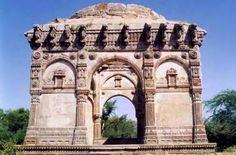 Champaner-Pavagadh Archaeological Park - India - A concentration of largely unexcavated archaeological, historic and living cultural heritage properties cradled in an impressive landscape which includes prehistoric (chalcolithic) sites, a hill fortress of an early Hindu capital, and remains of the 16th-century capital of the state of Gujarat.