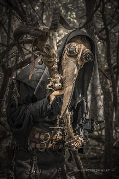 Steampunk Plague Doctor Costume : 3 Steps (with Pictures) - Instructables Steampunk Cosplay, Tatoo Steampunk, Steampunk Fashion, Steampunk Mask, Plague Mask, Plague Doctor Mask, Plague Dr, Plague Knight, Bubonic Plague
